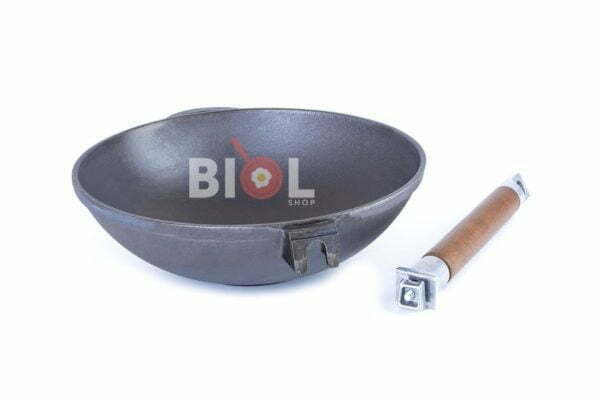 Сковорода чугунная WOK с деревянной ручкой Биол 24 см низкая цена