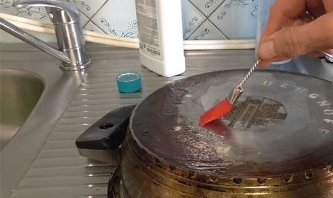 Очистить сковороду без химии снаружи и внутри