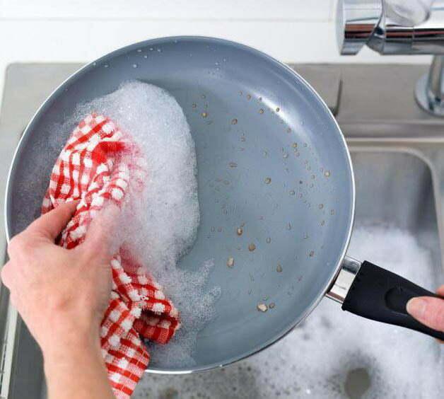 Очистить сковороду без химии