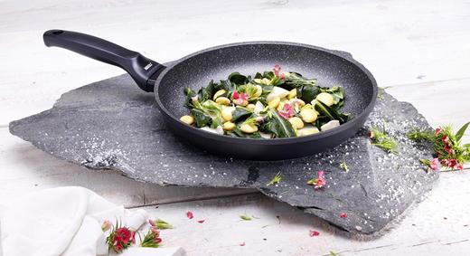 Как очистить пригоревшую антипригарную сковороду