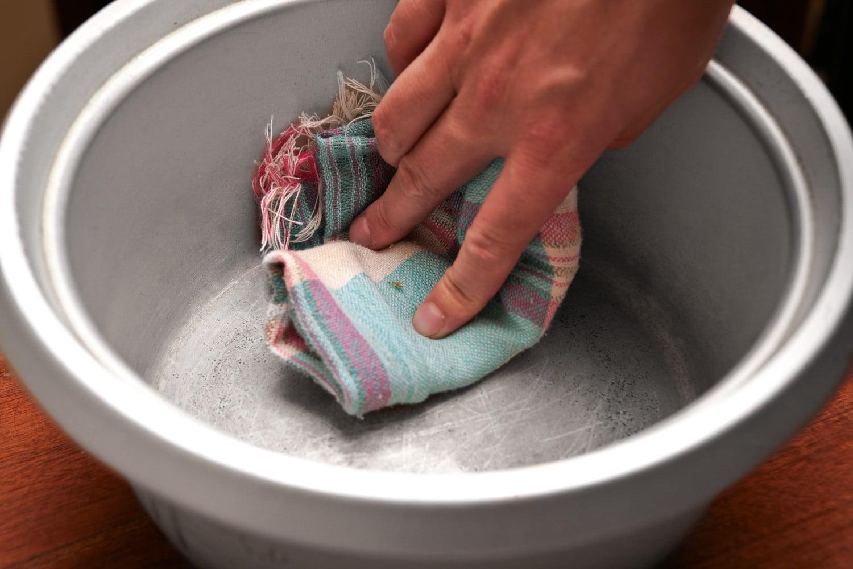 Чистить алюминиевую кастрюлю без химии