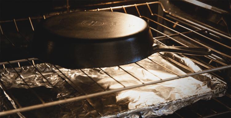 Как прокалить чугунную посуду в духовке