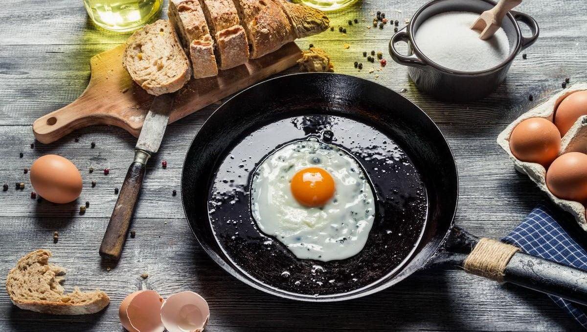 чистка чугунных сковородок