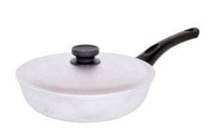 Сковородка с бакелитовой ручкой и крышкой