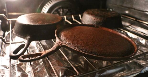 Первый уход за чугунной сковородой - как прокалить сковородку из чугуна