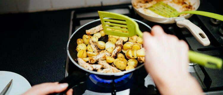 Как пользоваться антипригарной посудой