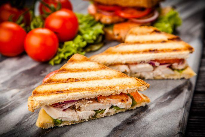 Сэндвичи с сыром и курицей на гриле