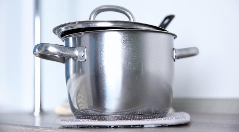 Как чистить нержавеющую посуду