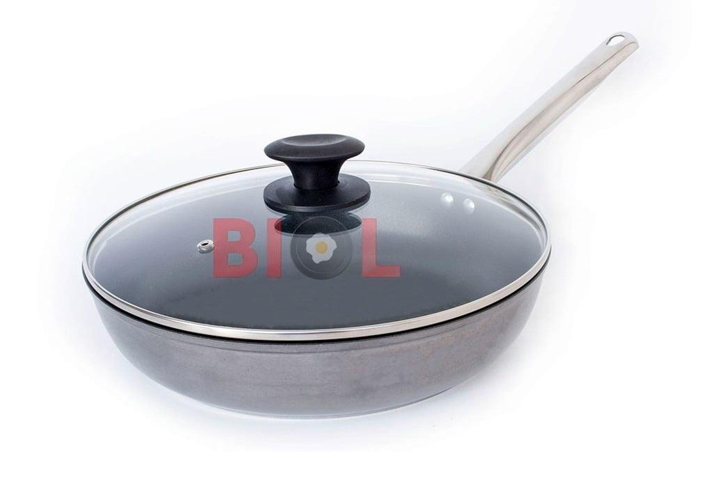 9. Сковорода алюминиевая с крышкой Биол Profi 26 см 2613НЛ